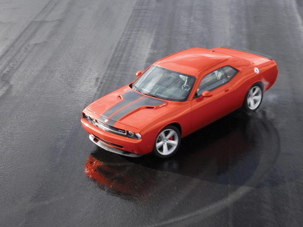 http://mziper.persiangig.com/image/car/Dodge_challenger-SRT8_306_1024x768.jpg